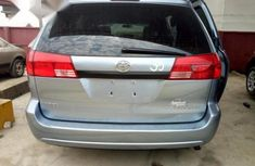 Tokunbo Toyota Sienna 2004 Blue for sale