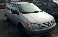 Good used Toyota Sienna 2004 for sale
