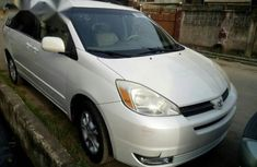 Toyota Sienna Xle 2004 White for sale