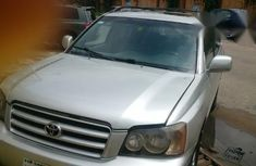 Neat Toyota Highlander 2004 Silver for sale