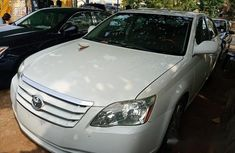 Clean Toyota Avalon 2007 White for sale