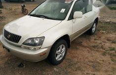 Accident Free Tokunbo Lexus Rx300 2000 White for sale