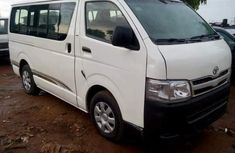 2010 Toyota Haice bus white for sale