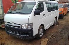 Very Clean Tokunbo Toyota Hiace 2006 white for sale