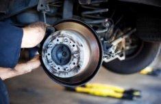 7 habits that damage your car's brake