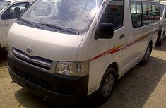 Toyota Hiace bus 2005 white for sale
