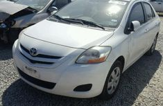 Clean Toyota Yaris 2007 model white For sale