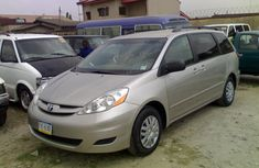Clean Tokunbo 2007 Model Toyota Sienna Le Gold for sale