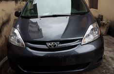 Toyota Sienna 2010 Model FOR SALE