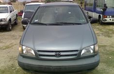 Tokunbo 2000 model Toyota Sienna FOR SALE