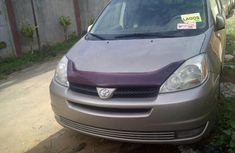 Sparkling Clean Tokumbo 2004 TOYOTA SIENNA for sale