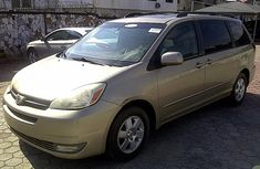 2004 CLEAN TOYOTA SIENNA XLE FOR SALE