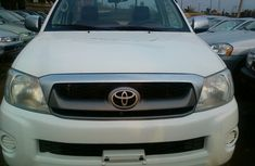 2009 Clean Tokunbo white Toyota Hilux for sale with full option