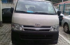 Clean Tokunbo Toyota Hiace Hummer Bus 2006 FOR SALE