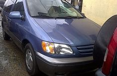 Clean Toyota Sienna for sell 2001 model blue