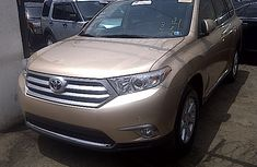 Foreign used Toyota Highlander 2012 Gold for sale