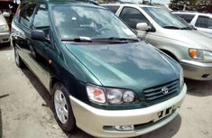 Toyota Picnic 2000 Green for urgent sales