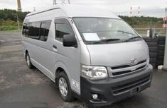 Direct tokunbo Toyota Hiace bus 2006 silver for sale