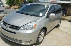 Direct tokunbo Toyota Sienna 2008 silver for sale