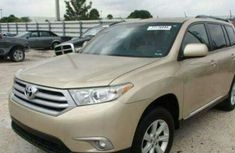 Toyota Highlander for sale 2011 model gold
