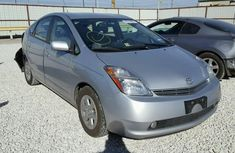Clean Toyota Prius 2005 model Silver for sale