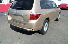 CLEAN 2010 TOYOTA HAICE GOLD FOR SALE