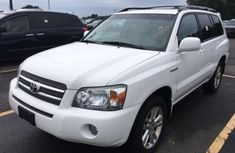 CLEAN 2010 TOYOTA HIGHLANDER WHITE FOR SALE