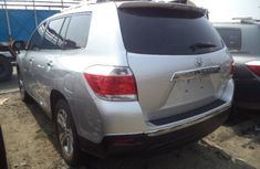 CLEAN 2010 TOYOTA HIGHLANDER SILVER FOR SALE