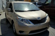 CLEAN 2010 TOYOTA SIENNA GOLD FOR SALE