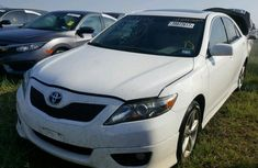 CLEAN 2010 TOYOTA CAMRY WHITE FOR SALE