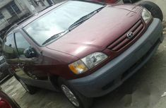 Foreign Used Toyota Sienna 2002 Red for sale