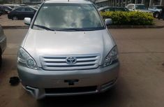 Toyota Avensis Verso 2005 Gray for sale