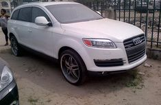 Clean Audi Q7 2008 White for sale