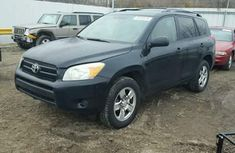 Toyota Rav4 2014 Black for sale.the vehicle engine is working well