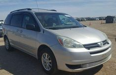 Clean Toyota Sienna 2006 silver for sale