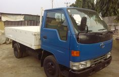Very very Clean tokunbo Dyna 2002 Blue for sale