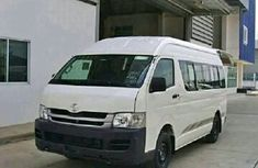 Toyota Hiace bus 2015 model White for sale