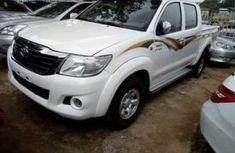 2014 White Hilux for sale