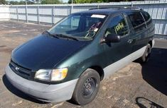 Clean direct tokumbo Toyota Sienna 2007 green for Sell.