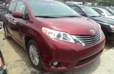 Toyota Seinna 2011 red for sale