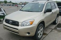 TOYOTA RAV4 IN GOOD CONDITIONS 2007 GOLD FOR SALE