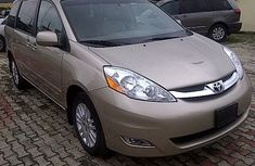 TOYOTA SIENNA IN GOOD CONDITION 2005 GREY FOR SALE