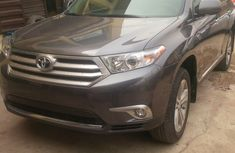 Tokumbo Toyota Highlander 2012 grey for sale with full option