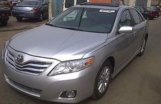 TOYOTA CAMRY IN GOOD CONDITION 2009 SILVER FOR SALE