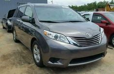 TOYOTA SIENNA IN GOOD CONDITION 2006 GREY FOR SALE