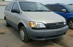 Well Kept 2001 Toyota Sienna Grey for sale