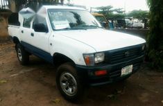 Toyota Hilux 1998 White for sale