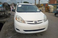 Toyota Sienna LE 2006 White for sale
