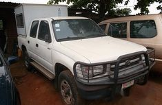 Toyota Hillux 2000 White for sale