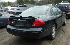 Ford Taurus black 2000 model for sale